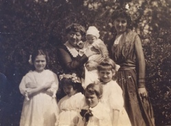 Eleanor, with her mother and children, ca. 1920